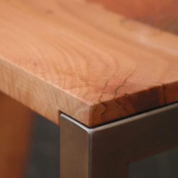 Birnbaum geölt auf Edelstahl Tischgestell