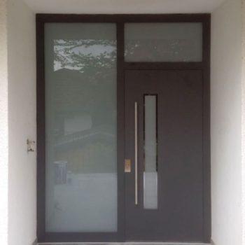 Hauseingangstür mit RC4 Sicherheitsbeschlag und Edelstahl Stangengriff