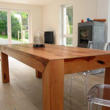 Holztisch massiv mit Bronze-Einlage