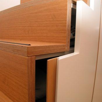 Integrierter Einbauschrank in Treppe